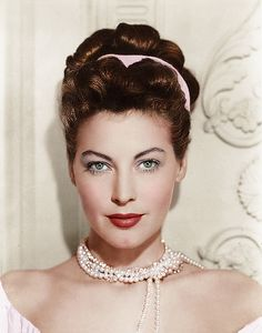Old Hollywood glamour - Ava Gardner Hollywood Icons, Old Hollywood Glamour, Golden Age Of Hollywood, Vintage Glamour, Vintage Hollywood, Hollywood Stars, Vintage Beauty, Hollywood Actresses, Classic Hollywood