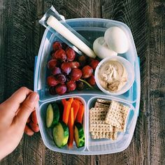 The snack is a topic that is talking about nutrition. Is it really necessary to have a snack? A snack is not a bad choice, but you have to know how to choose it properly. The snack must provide both… Continue Reading → Lunch Meal Prep, Healthy Meal Prep, Healthy Foods To Eat, Healthy Dinner Recipes, Healthy Eating, Healthy Beach Snacks, Healthy Lunches, Healthy Breakfasts, Lunch Snacks
