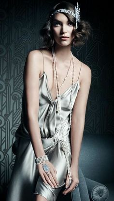 Tiffany's The Great Gatsby Collection, modelled by Keira Knightley in Vanity Fair. Modern twist on old time glitz and glamour Great gatsby inspired Modern take on fashion Look Gatsby, Gatsby Style, Gatsby Girl, Flapper Style, 1920s Style, Flapper Girls, Jay Gatsby, 1920s Flapper, Stylish Outfits