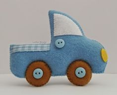 Caminhãozinho azul em feltro Felt Ornaments, Christmas Ornaments, Pencil Toppers, Felt Patterns, Felt Flowers, Baby Room, Little Ones, Nursery Decor, Toys