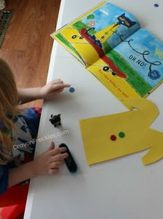 Crayon Freckles: Pete the Cat and His Four Groovy Buttons activities Kindergarten Rocks, Preschool Books, Kindergarten Literacy, Retelling Activities, Preschool Activities, Toddler Preschool, For Elise, Cat Activity, Beginning Of School