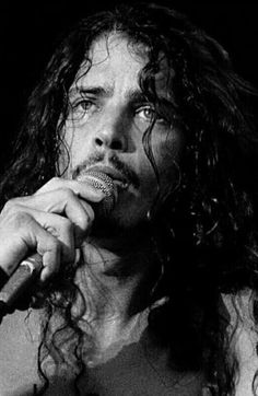 How does one get this beautiful? Seattle, Most Beautiful Man, Gorgeous Men, Beautiful Things, Beautiful People, Chris Cornell Young, Chris Cornell Music, Say Hello To Heaven, Smiling Man