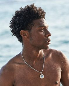 "JD on Instagram: ""Island Boy 🏝🐟🥥🐓"" Jonathan Davis, Netflix Dramas, Tv Show Casting, Paradise On Earth, Straight Guys, Photo Wall Collage, Movies Showing, Celebrity Crush, Pretty Boys"