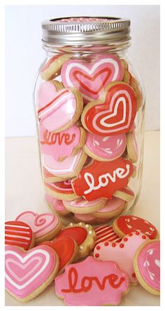 This quart-sized mason jar holds more than 3 dozen minis! Diy Valentine's Day Decorations, Chocolate Decorations, Valentine Decorations, Valentines Day Cookies, Valentines Day Treats, Valentine Cookies, Mason Jar Cookies, Mini Cookies, Sugar Cookie Royal Icing