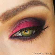 Burgundy eye shadow - great for green eyes and very trendy