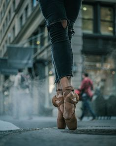 10 Super Ideas For Dance Photography Poses Outdoor Beautiful Dance Picture Poses, Dance Poses, Dance Pictures, White Aesthetic Photography, Modern Photography, Outdoor Photography, Street Ballet, Dance Photography Poses, Street Dance Photography