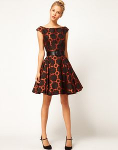 10 Eye-Catching Party Dresses | www.theglitterguide.com