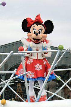 "Tokyo Disneyland ""White Holiday Parade"" by (nagi), via Flickr"