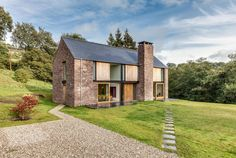 The Nook is a family house designed by Monmouthshire-based Hall + Bednarczyk Architects. The Nook is a new-build four bedroom family house. Stone Barns, Stone Houses, Stone Siding, Wood Siding, Modern Barn, Modern Farmhouse, Modern Family, Architecture Résidentielle, Self Build Houses