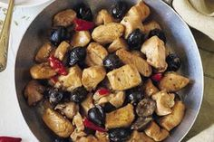 Trim the chicken thighs, removing the skin, bone, and visible fat. Cut the chicken breast and thighs into bite-sized pieces. Pollo Chicken, Teriyaki Chicken, Oven Baked Chicken, Baked Chicken Breast, Coconut Flan, Diy Food, Italian Recipes, Stew, Diets