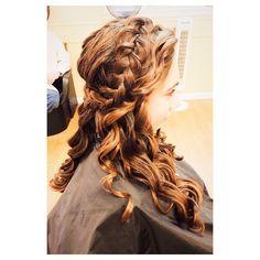 #promseason #promhair #promhairstyles #formalhair #curls #curlingwand #enzo #braid #samvilla #krissorbie #redken #allaboutthathair @samvillahair @krissorbie @imallaboutdahair @theconfessionsofahairstylist #hairstylist #hair #hairstyle