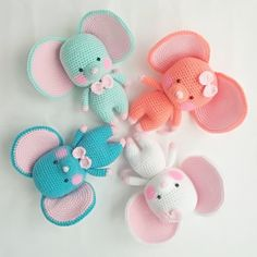СХЕМА вязания мышонка амигуруми с большими ушами #схемыамигуруми #амигуруми #вязанаяигрушка #игрушкикрючком #вязанаямышь #amigurumipattern #crochetmouse #amigurumimouse Crochet Amigurumi Free Patterns, Crochet Dolls, Knit Crochet, Sanrio, Crochet Projects, Dinosaur Stuffed Animal, Miniatures, Knitting, Toys