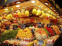 I miss the fresh markets---Barcelona- La Boqueria La Boqueria Barcelona, Barcelona Food, Barcelona Spain, Fruit And Veg, Fresh Fruit, Fruit Juice, Mercado Madrid, Fresh Food Market, Vegetable Shop
