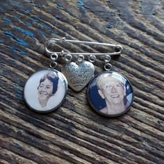 Our charms work as great bridal bouquet charms, and are easily attachable with ribbon. Buttonhole Flowers, Photo Bouquet, Double Photo, Bouquet Charms, Photo Memories, Rose Gold Plates, Heart Charm, Cufflinks, Bronze