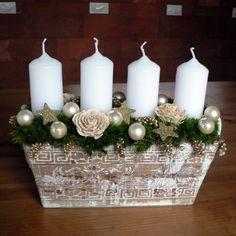 Svícen bílo-zlatý Délka 25 cm,šířka 13 cm,výška 20 cm.Základ truhlíku je z mechu,ve kterém jsou posazeny bílé adv.svíčky v bodcích.Dozdobeno vše vánočními kouličkami,cedrovými květy,prosem a hvězdičkami do bílo-zlaté barvy. Christmas Centerpieces, Christmas Decorations, Table Decorations, Christmas 2015, Xmas, Advent Wreath, Holiday Wreaths, Pillar Candles, Special Day
