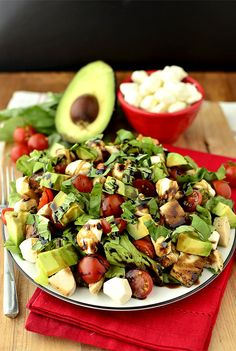 Avocado And Chicken Caprese Salad. After all the garbage I've been eating, salad sounds more delish than ever. I Love Food, Good Food, Yummy Food, Tasty, Caprese Chicken, Avocado Chicken, Mozzarella Chicken, Fresh Mozzarella, Chicken Salad