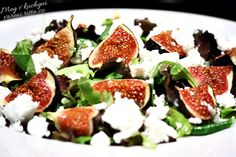Salát s pečenými fíky a feta sýrem