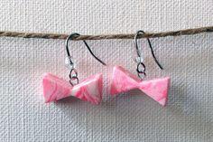 樹脂粘土とスワロフスキーのビーズで作ったピアスです。ネオンカラーのピンクと白のマーブル模様です。ご質問・ご要望等ございましたらお気軽にご連絡ください。---●...|ハンドメイド、手作り、手仕事品の通販・販売・購入ならCreema。