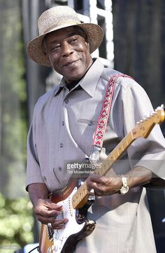 Buddy Guy performs with 'Double Trouble', backing group of the late guitarist Stevie Ray Vaughn, at the Annual Santa Cruz Blues Festival on May 2004 at Aptos Village Park in Aptos, California. Soul Music, Music Love, My Music, Blues Artists, Music Artists, Instrumental, Buddy Guy, Best Guitarist, Music Fest