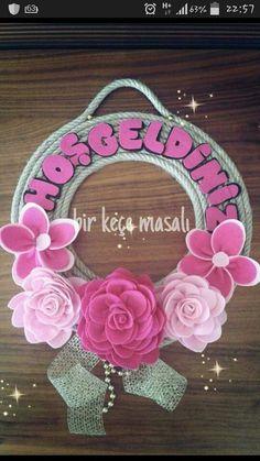Kapi süsü Vine Wreath, Wreaths, Mosaic Art, Paper Flowers, Elsa, Diy And Crafts, Floral Wreath, Frame, Decor