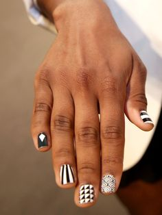 Statement Nails: Business-Frau Julianne Bagley zeigte dieses coole Nageldesign während der Fashion Week in New York.