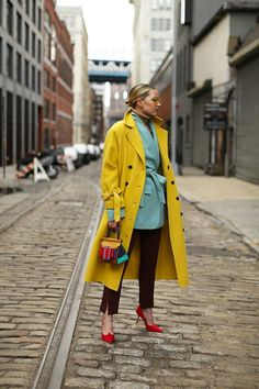 Fashion Tips For Teens For Women Blair Eadie wearing a color blocked look in Brooklyn. Coat by Pixie Market and Blazer and Pants by Tibi. Bag by BOYY // Click through to see the full post on Atlantic-Pacific Colorful Outfits, Colorful Fashion, Love Fashion, Fashion Outfits, Fashion Design, Chubby Fashion, Fashion Colours, 70s Fashion, Ladies Fashion
