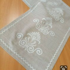 Ribbon Embroidery, Embroidery Stitches, Embroidery Designs, Burlap Table Runners, Cross Stitch Borders, Bargello, Blackwork, Handicraft, Needlework