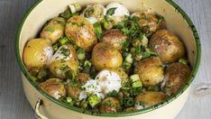 Nové zemiačiky s kaparami a so syrom Potato Salad, Food And Drink, Potatoes, Vegetables, Ethnic Recipes, Hermes, Apple Strudel, Roast, Food And Drinks