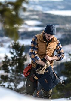 "Daily Man Up Photos) Ever been told to ""man up""? Very few men ever ""man up"" and it's about time we do. I'm not talking about some testosterone-fueled call to a. Rugged Style, Rugged Men, Mens Outdoor Fashion, Outdoor Men, Rustic Mens Fashion, Outdoor Life, Outdoor Travel, Menswear Street Style, Lumberjack Style"