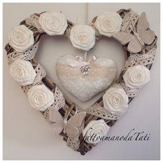 Cuore/fiocco nascita shabby chic in vimini con rose ,farfalle ,pizzo e cuore imbottito, by fattoamanodaTati, su misshobby.com