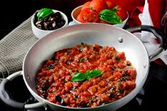 The Gourmet Mom: Basil and Olive Tomatoe Sauce over Pasta