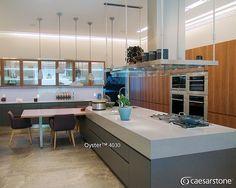 Podríamos pasar horas disfrutando de esta moderna cocina con superficie Oyster™. Puntos extra por la decoración! 💯 #caesarstone #caesarstonemx #cocinas #cocinasmodernas #tendencias #tendencias2016 #ideas #ideasparalacasa #islasdecocina #cuarzo #cubiertasdecuarzo #encimeras #marmol #granito #ambientes #quartz #archdaily #archdailymx #arquitectura #arquitecturamx #remodelacion #construccion #interiorismo #interiorismomx #interiorismomexico #diseño #diseñointerior #quartzcountertops #marble… Boutique Homes, Kitchen, Instagram Posts, Ideas, Home Decor, Granite, 2016 Trends, Kitchen Islands, Counter Tops