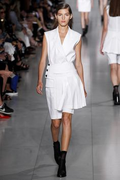DKNY Spring 2016 Ready-to-Wear Fashion Show - Valery Kaufman