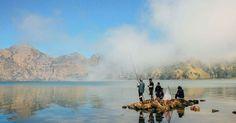 #HeyUnik  [WOW] Keindahan Danau Ini Buat Turis Mati-matian Mendaki Rinjani #Alam #Travel #Unik #YangUnikEmangAsyik