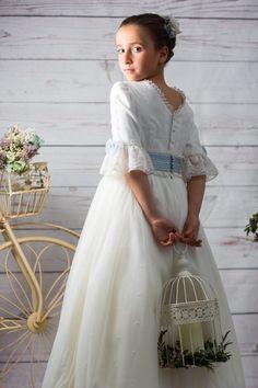 Banaras Sarees, Prop Design, First Holy Communion, Children Photography, Flower Girl Dresses, Girls Dresses, Kids Fashion, White Dress, Disney