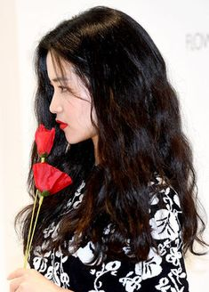 배우 김태리가 16일 오전 서울 논현동의 한 스튜디오에서 열린 향수 브랜드 행사에 참석해 포즈를 취하고 있다. /dreamer@osen.co.kr Korean Celebrities, Beautiful Celebrities, Beautiful People, Celebs, Cute Korean Girl, Asian Girl, Korean Actresses, Korean Actors, Model Face