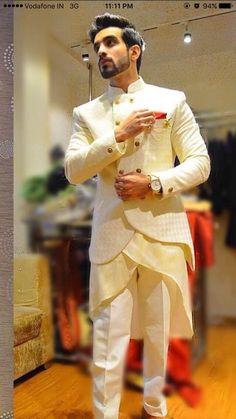 Mens Indian Wear, Mens Ethnic Wear, Indian Men Fashion, Mens Fashion Suits, Indian Groom Dress, Wedding Dresses Men Indian, Wedding Dress Men, Designer Suits For Men, Designer Clothes For Men
