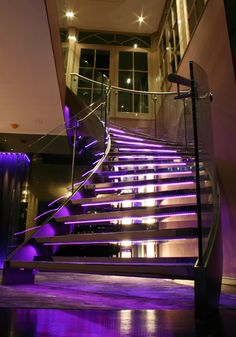 Scala Interiors have a team of highly skilled craftsmen specialising in staircase design, build and installation of bespoke staircases. Timber Staircase, Wooden Staircases, Staircase Design, Stairways, Staircase Ideas, Bespoke Staircases, Hardwood Stairs, Dorm Room Designs, Beautiful Stairs