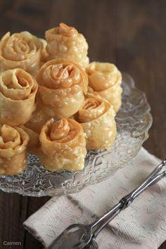 Hojuelas sefardíes - No quieres caldo? ... Pues toma 2 tazas. Savory Donuts Recipe, Donut Recipes, Cake Recipes, Dessert Recipes, Comida Israeli, Comida Judaica, Argentina Food, Middle East Food, Churros