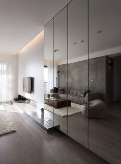Wall cladded mirror The magic of the mirrored walls: double the space! Mirror Decor Living Room, Living Room Tv, Wall Cabinets Living Room, Bedroom Cabinets, Mirrored Wardrobe, Mirrored Walls, Mirrored Bedroom, Wardrobe Design Bedroom, My New Room