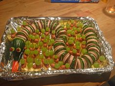 Cucumber Snake in Vegetable Bed (Recipe with Picture) by Cute Food, Good Food, Funny Food, Bed Recipe, Party Buffet, Snacks Für Party, Food Humor, Creative Food, Food Design