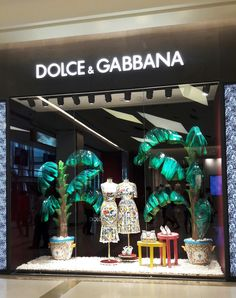 Fashion Window Display, Window Display Retail, Window Display Design, Summer Store, Coastal Christmas Decor, Visual Merchandising Displays, Boutique Design, Store Design, Bangkok Thailand