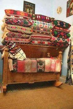 Traditii, Romania... Romania Travel, Folk Embroidery, Beautiful Gif, Folk Fashion, Traditional Interior, Good Wife, Perfect World, Home Design, Interior Design