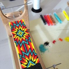 loom beading The Sunburst on the loom. This is a pattern I personally wear a lot! Really shows well on the wrist. Native Beading Patterns, Seed Bead Patterns, Weaving Patterns, Jewelry Patterns, Knitting Patterns, Art Patterns, Color Patterns, Embroidery Patterns, Jewelry Ideas