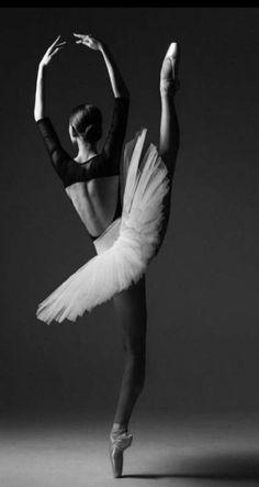 Beste Fotografie Tanz Ballett Bilder 52 Ideen - - Fitness and Exercises, Outdoor Sport and Winter Sport Ballet Images, Ballet Pictures, Dance Pictures, Dance Images, Dance Photography Poses, Dance Poses, Amazing Photography, Ballerina Photography, Ballet Art