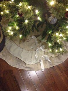 Ruffle and Bows Tree skirt.  Handmade.  Shabby Chic Christmas.