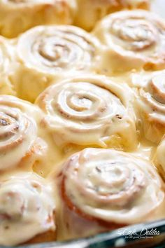 Quick Soft Cinnamon Rolls with a cream cheese glaze are super fluffy and light with a simple homemade dough, and a quick method to get baking! (cinnamon roll glaze without cream cheese) Brunch Recipes, Breakfast Recipes, Dessert Recipes, Breakfast Ideas, Pavlova, Cinnamon Roll Dough, Homemade Cinnamon Rolls, Quick Cinnamon Rolls, Homemade Biscuits