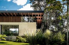 The El Carajo House was completed in 2013 by Obranegra Arquitectos, and it can be found in El Retiro, Antioquia, Colombia. Architecture Details, Modern Architecture, Innovative Architecture, Beautiful Buildings, Beautiful Homes, Dream Home Design, House Design, Modern House Floor Plans, Casa Patio
