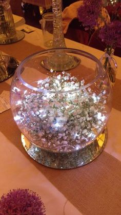 New party table centerpieces diy fairy lights ideas Fish Bowl Centerpiece Wedding, Fishbowl Centerpiece, Party Table Centerpieces, Lighted Centerpieces, Decoration Table, Silver Wedding Decorations, Fairy Lights Wedding, Deco Table, Budget Wedding
