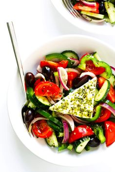 This authentic Greek salad recipe is made simply with tomato, cucumber, green pepper, red onion, olives, oregano, and an olive oil red wine vinaigrette. And of course, lots and lots of feta cheese. Perfect for summer dinners, and always so refreshing! | Gimme Some Oven #greek #salad #healthy #dinner #mediterranean #recipe